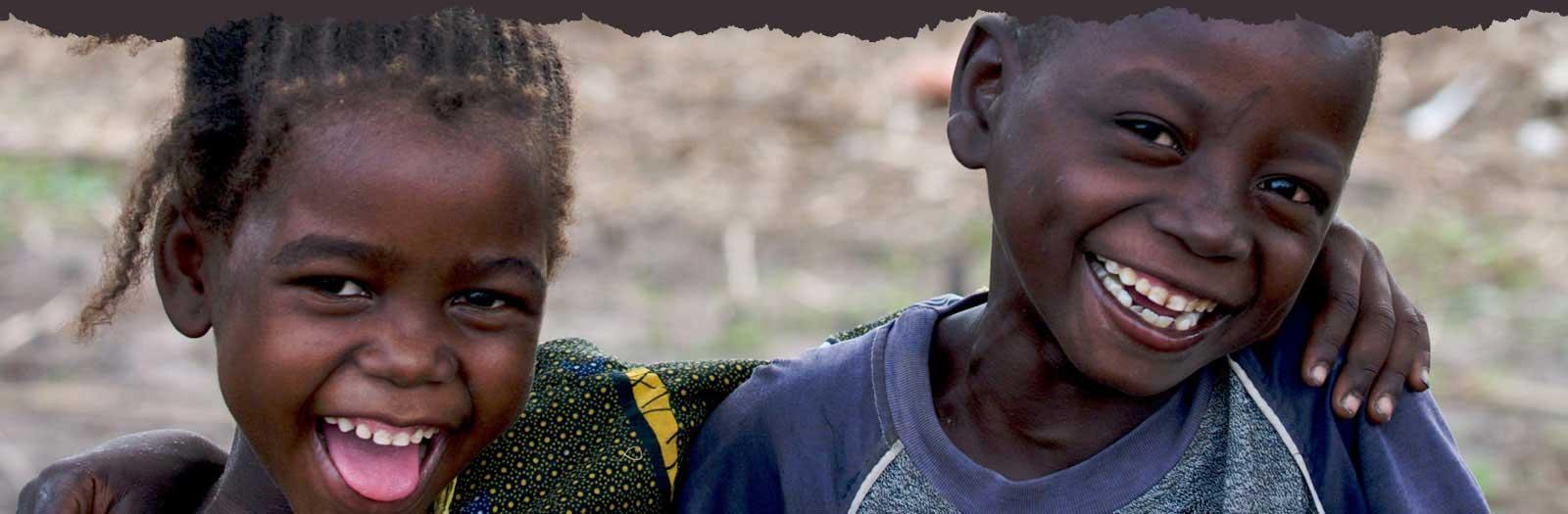 Estremamente bambini-africani-sorridenti - AIS Seguimi onlus KW01